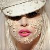 Lady Gaga bisernog lica i tela