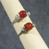 Prsten od žice i kamena